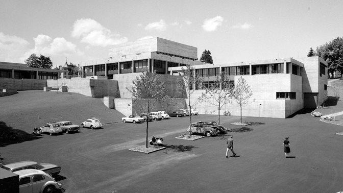 Historische Aufnahme des HSG-Hauptgebäudes